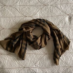 FREE W/ PURCHASE🍑 Melanie Lyne Brown Plaid Scarf